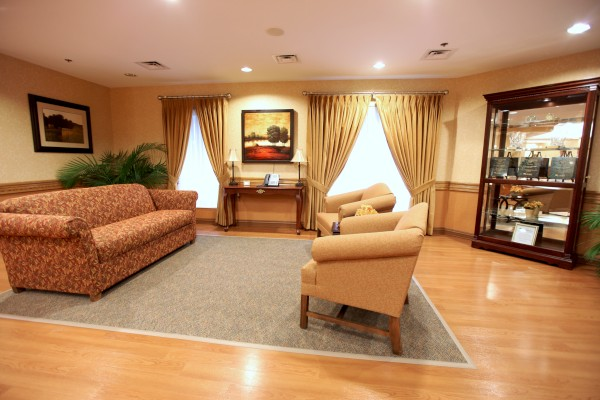 The Laurels of Norworth: Living Area