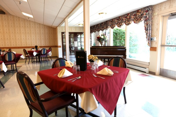 The Laurels of Norworth: Dining